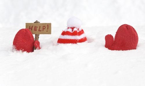 To be snowed under with something - with too much work to deal with: bị đè, chất đống thứ gì (công việc) Ex. Were snowed under with applications for the job. (Chúng tôi đang ngập đầu trong công việc)
