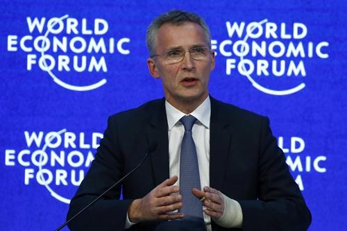 Tổng thư ký Tổ chức Hiệp ước Bắc Đại Tây Dương Jens Stoltenberg phát biểu tại Diễn đàn Kinh tế Thế giới tổ chức ở Davos, Thụy Sĩ, ngày 22/1. Ảnh: Reuters.
