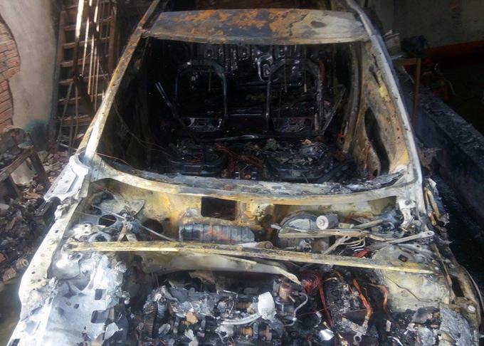 Nhiều xe sang, điện thoại cháy rụi trong trận hỏa hoạn ở Sài Gòn