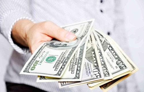 Salary /ˈsæl.ər.i/: a form of periodic payment from an employer to an employee, which may be specified in an employment contract: tiền lương trả định kỳ - thường theo tháng, đựơc quy định trong hợp đồng lao động.
