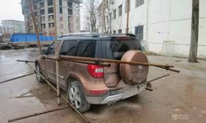 'Công nhân Trung Quốc trói xe hơi của sếp đòi thưởng Tết' nóng trên mạng XH