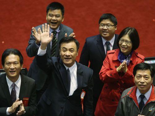 Su Jia-chyuan (chính giữa), chủ tịch mới của cơ quan lập pháp Đài Loan. Ảnh: CNA