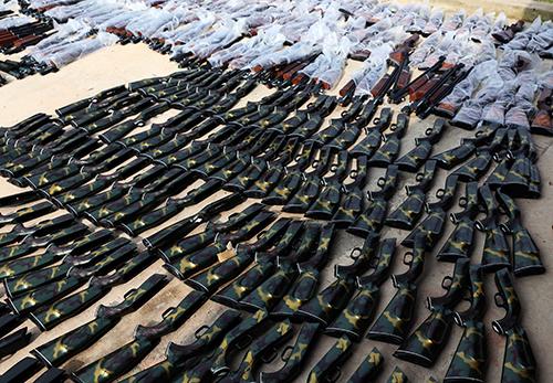 Gần 400 khẩu súng săn bị phát hiện. Ảnh: Nguyệt Triều