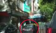 Ôtô BMW vượt trái bị xe buýt 'đẩy lùi' hơn 100 mét