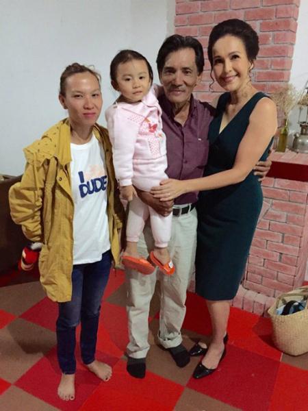 Thương Tín bất ngờ đưa vợ con đến thăm Diễm My ở phim trường, cô ấy cư xử tình nghĩa quá :)
