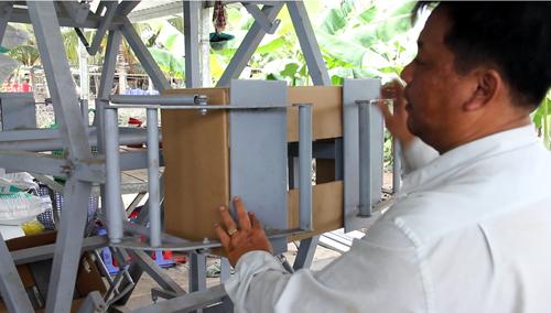 Máy đóng gói chuối sau thu hoạch do nông dân tự chế có năng suất làm việc bằng 8 lao động phổ thông. Ảnh: Cửu Long