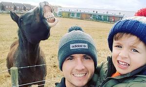 Tranh cãi quanh một bức ảnh chụp với ngựa