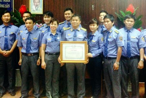 truong-tau-3-lan-do-de-cho-hanh-khach-2