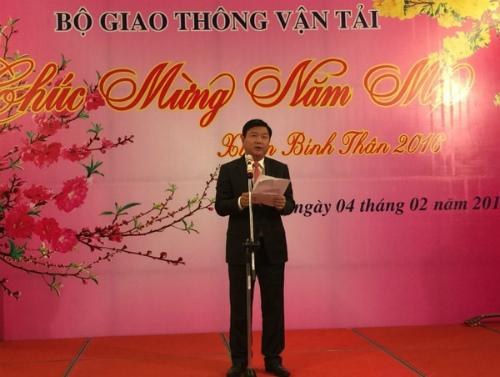 me-dong-thung-deo-con-ve-que-an-tet-nong-tren-mang-xh-2