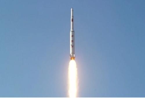 Hình ảnh vụ phóng tên lửa Triều Tiên trên kênh truyền hình KRT của nước này. Ảnh: Reuters.