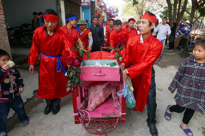 Dân Ném Thượng chém lợn trong nhà kín