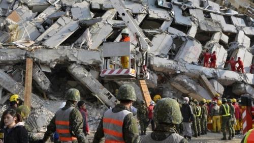 Hoạt động tìm kiếm cứu hộ tại Wei-kuan. Ảnh: SCMP