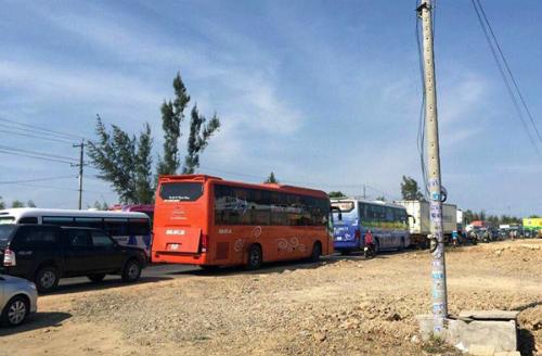 hang-tram-nghin-nguoi-do-ve-cac-cua-ngo-sai-gon-un-u-1
