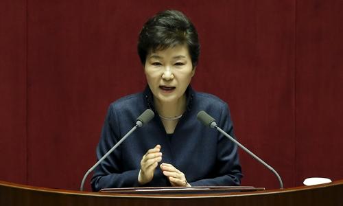 Tổng thống Hàn Quốc Park Geun-hye phát biểu trước quốc hội tại thủ đô Seoul ngày 16/2. Ảnh: Reuters.