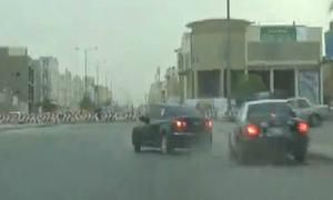 Xe Chevrolet drift trêu cảnh sát