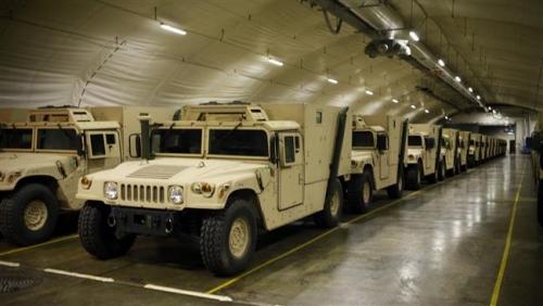 Xe quân sự Humvee của Mỹ trong hang Na Uy. Ảnh: PressTV