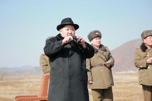 kim-jong-un-tuoi-cuoi-xem-dien-tap-khong-quan-1