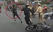 Bị dừng xe, tông ngã cảnh sát cơ động rồi chạy trốn