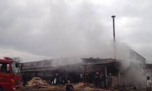 Xưởng chế biến gỗ hơn 1.000 m2 bốc cháy
