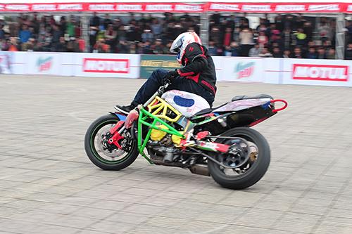 biker-viet-tranh-tai-moto-mao-hiem-tai-ha-noi-3