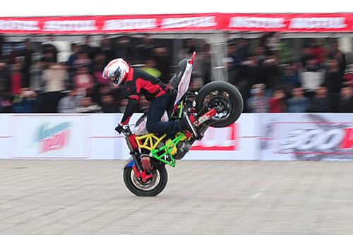 biker-viet-tranh-tai-moto-mao-hiem-tai-ha-noi-1