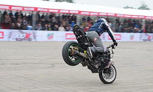 biker-viet-tranh-tai-moto-mao-hiem-tai-ha-noi-6