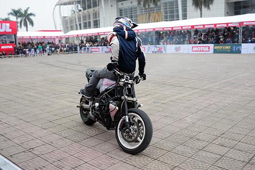 biker-viet-tranh-tai-moto-mao-hiem-tai-ha-noi-5
