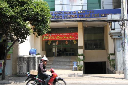 hon-tram-giang-vien-truong-dai-hoc-hung-vuong-bi-cho-thoi-viec
