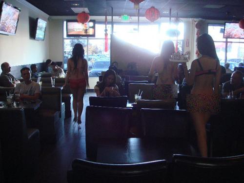 my-kien-quan-cafe-bikini-cua-nguoi-viet-o-little-saigon-2
