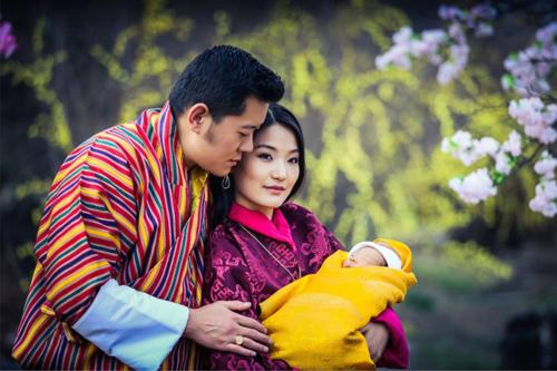 bhutan-trong-108000-cay-xanh-ky-niem-hoang-tu-be-day-thang