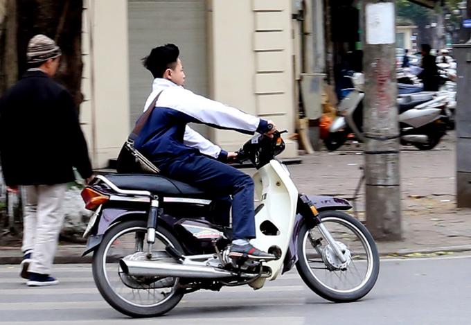 Học sinh đua nhau vi phạm giao thông