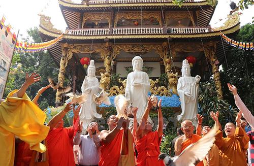 [Caption]lễ cầu siêu cũng được cộng đồng người Việt tại các nước khác như Czech và Lào,