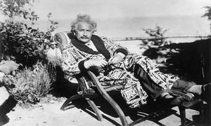 10 câu danh ngôn về tình yêu, cuộc sống của Albert Einstein