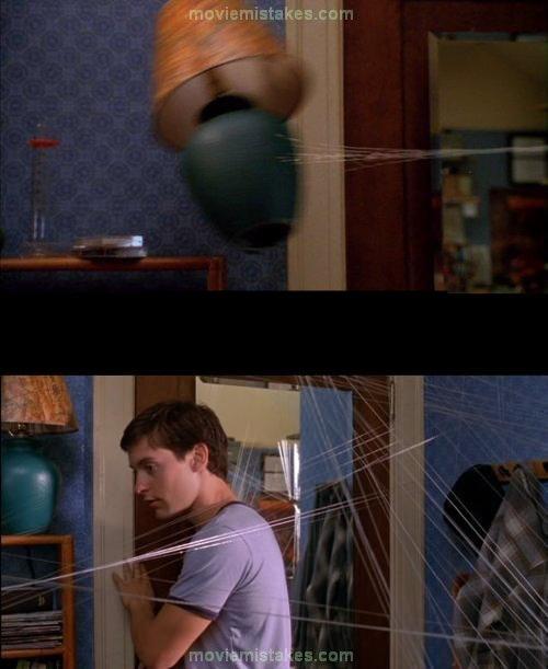 Đến cả chiếc đèn ngủ trong phim Người Nhện cũng có 'siêu năng lực' khi tự động trở về vị trí cũ sau cú phi thân đầy ngoạn mục theo tơ nhện.