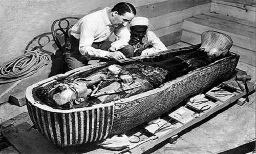 bi-n-quanh-trai-tim-that-lac-cua-pharaoh-tutankhamun