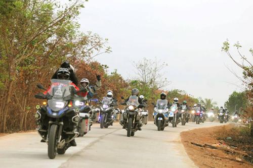 phieu-luu-cung-bmw-motorrad-1