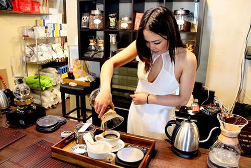 nguoi-viet-no-luc-thay-doi-dinh-kien-cafe-den-mo-o-little-saigon