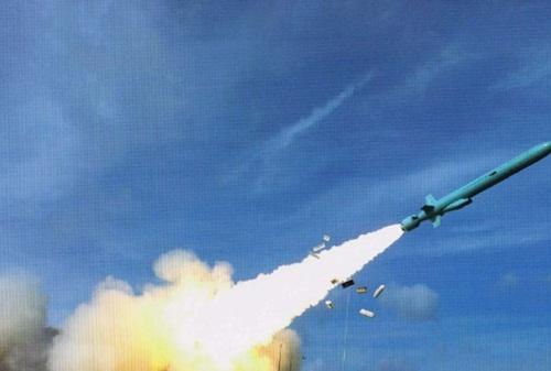 Hình ảnh vụ phóng tên lửa hành trình chống hạm YJ-62 được cho là diễn ra ở đảo Phú Lâm, thuộc quần đảo Hoàng Sa của VIệt Nam.