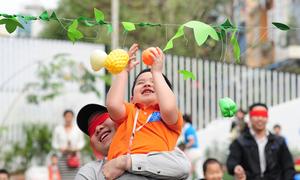 Trẻ gắn kết cha mẹ trong 'ngày hội khám phá'