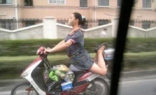 Khi diễn viên múa tham gia giao thông.