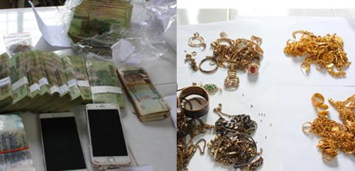 Lượng lớn tiền, vàng các loại được 4 phụ nữ Campuchia vận chuyển trái phép vào Việt Nam. Ảnh: A.X