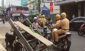 Cảnh sát Đà Nẵng nhắc nhở người dân đi ngược đường một chiều