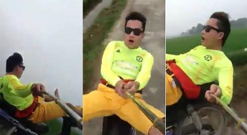 fan-cuong-thanh-hoa-lai-xe-may-bang-chan-selfie-co-vu-doi-bong