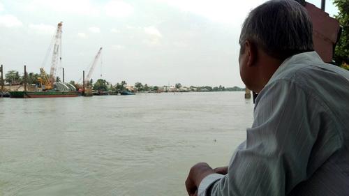 Người dân tiếc nuối cây cầu hơn 100 năm bị tháo bỏ. Ảnh: Phước Tuấn