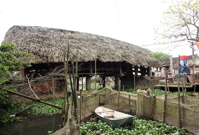 Cầu lợp mái lá độc nhất vô nhị ở Việt Nam