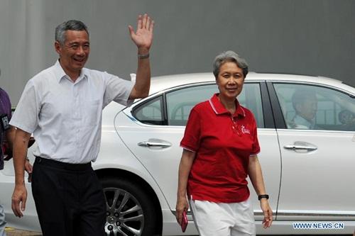 vo-thu-tuong-singapore-dang-anh-khi-gio-ngon-tay-thoi