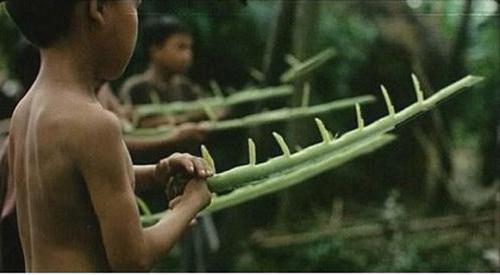 Những chiếc bẹ chuối sau khi được cắt tỉa trở thành một loại 'vũ khí' vô cùng lợi hại.