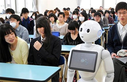 robot-nhat-ban-di-hoc-cung-con-nguoi