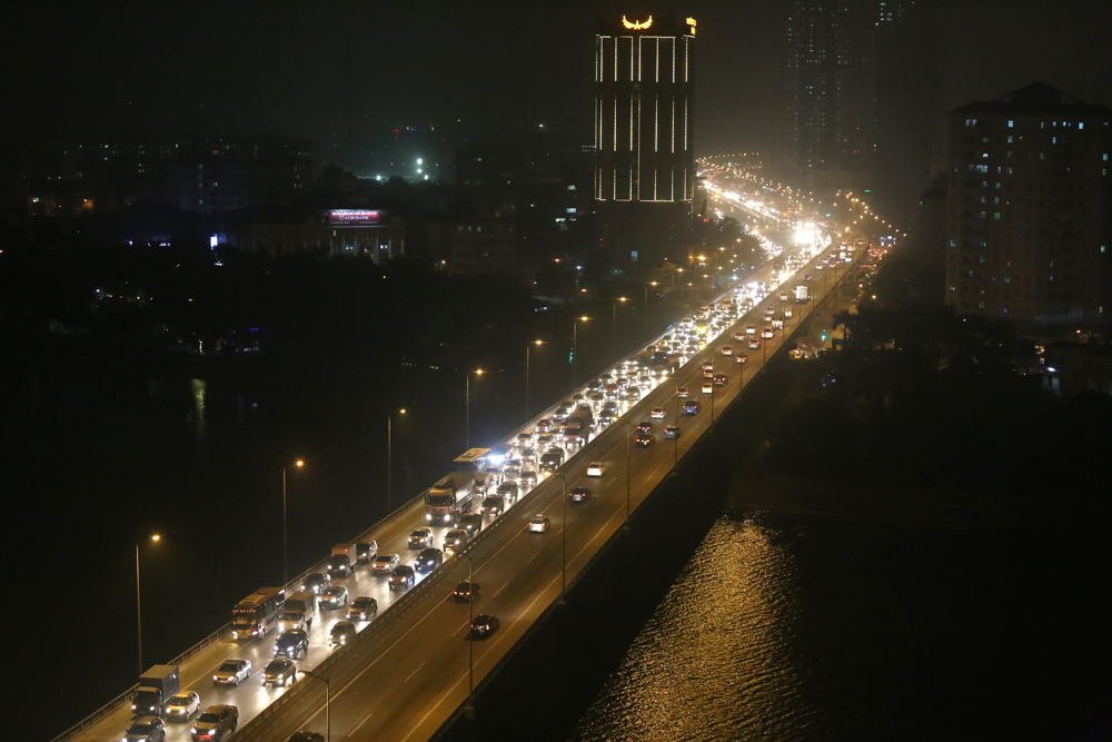 Southern Hanoi encounters huge traffic jams as holiday starts