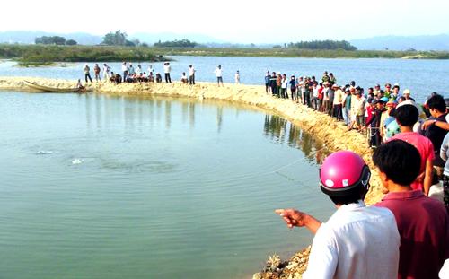Đoạn sông 9 học sinh đuối nước sâu 2 m, nước tĩnh. Ảnh: X.N